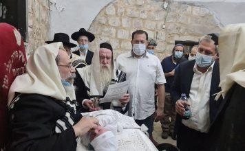 ברית מילה בקבר יוסף בשכם